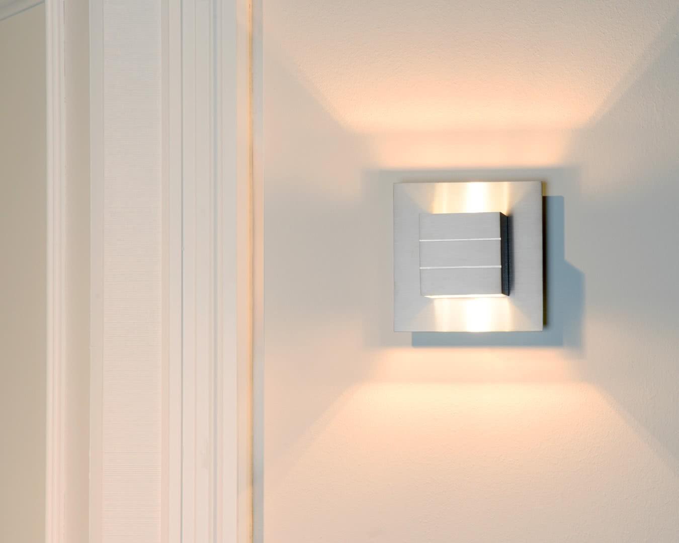 Applique contemporaine cube en aluminium chrome lea